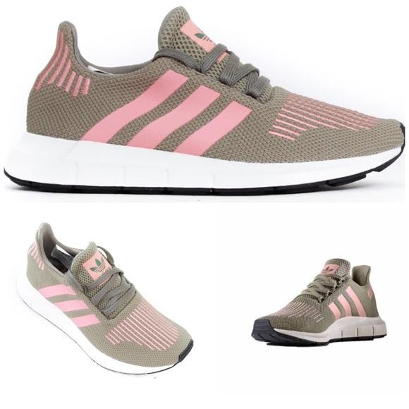 b3e4e985ff09c NWT Adidas Swift Run Trainers Women s 7.5 CG4142